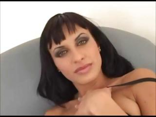 Busty brunette hair star Veronica Vanoza knows what her pussy likes