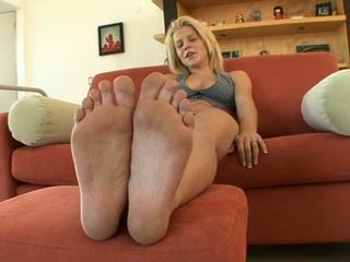 19 yo blonde babe charlie lynn solo in hawt feet casting