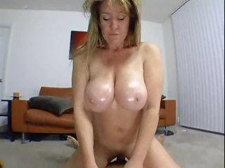 Curvy non-professional in homemade milf porn