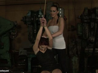 Mandy Bright sexy sweetheart tie the hand of lusty chick