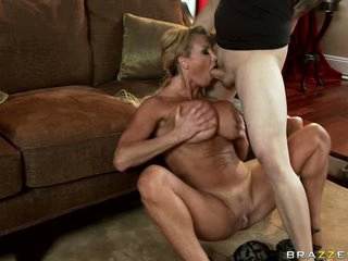 Lucky guy gets a super blowjob from delicious Taylor Wayne