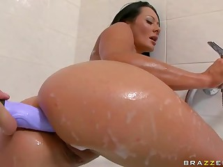 Sandra Romain's wonderful wet ass used
