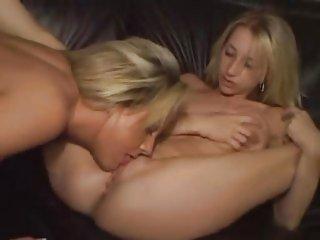Sammie Rhodes toys twat with her sexy friend