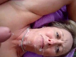 Facialization of a hot wife