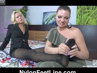Sandy&Jennie nylon feet action