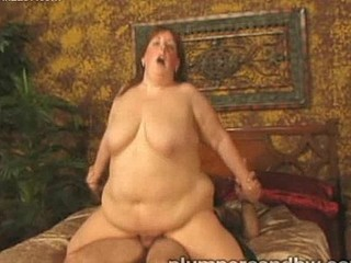 Watch chubby Mindie Mounds fuck her guy.