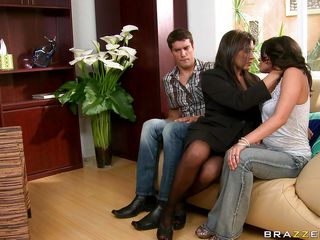 threesome hard fuck in the living room