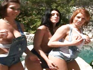 milfs with big butts and big boobs outdoors