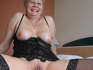 This horny older slut creates a golden stream