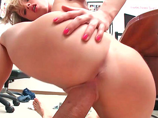 Jessica Lynn receiving nong hard dick in her wet pussy