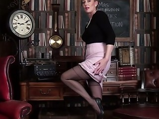 Mrs Huntingdon Smythe in Masturbation Class - Anilos
