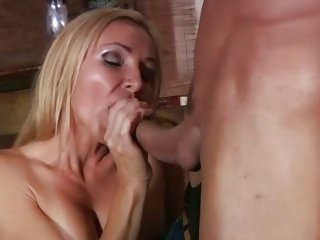 MILF Lisa Lee sucks and tit bonks cock in advance of a fuck